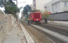 عملیات اجرایی زیرسازی و روکش آسفالت خیابان گلستان 13 انجام شد