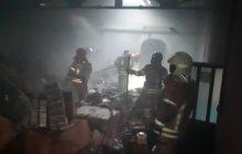 آتش سوزی یک کارگاه تولیدی در شهرک صنعتی سیمین دشت/ عملیات اطفای حریق ۴ ساعت به طول انجامید