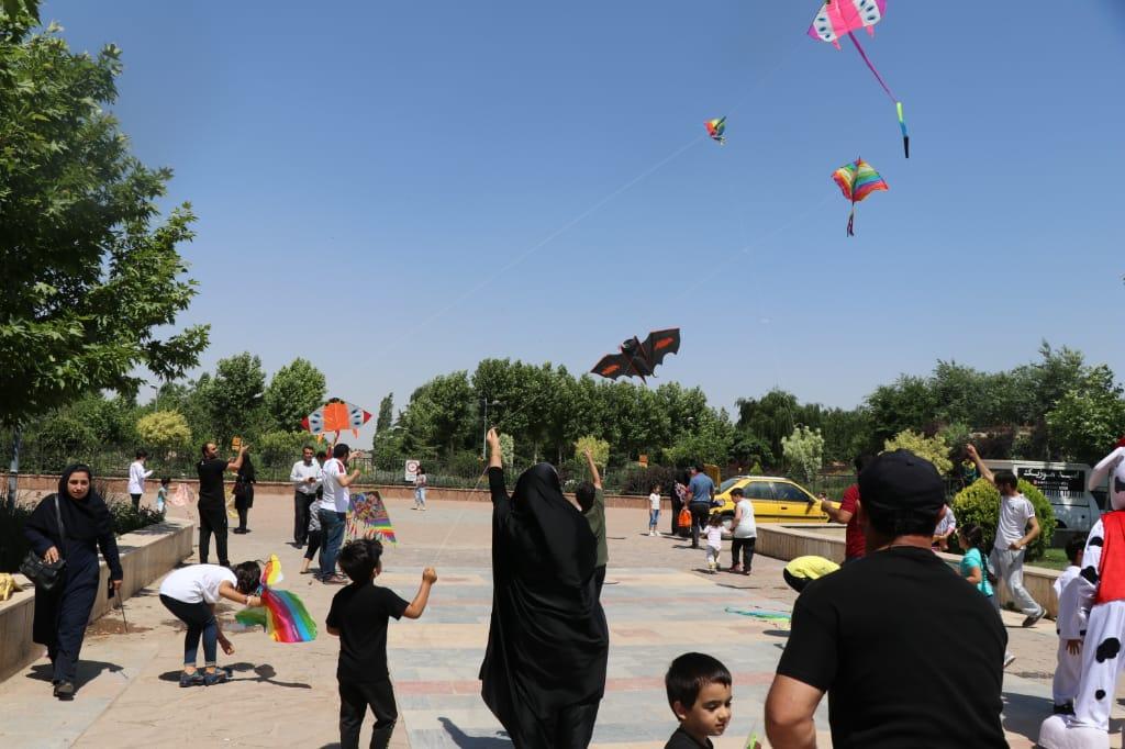 استقبال پرشور شهروندان فردیسی از جشنواره بادبادک ها/ اجرای طرح جمعه های نشاط در دستور کار قرار گرفت