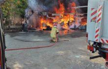 وقوع آتش سوزی انبار روغن خودرو در فردیس/ اطفای حریق یک ساعت طول کشید