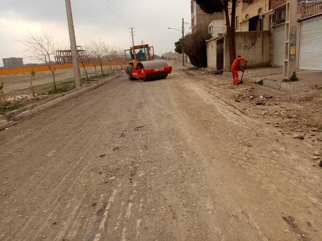 آماده سازی خیابان بیست و پنجم بلوار قریشی برای اجرای عملیات روکش آسفالت