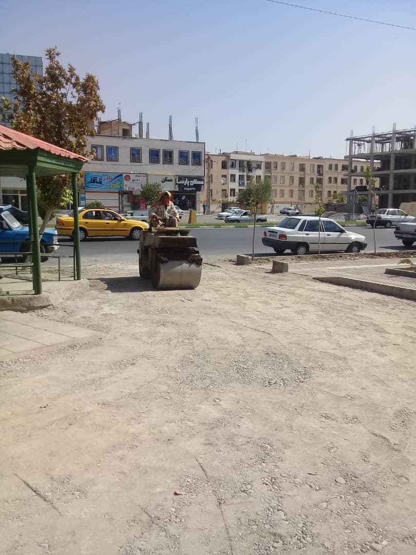 بازدید  مدیر منطقه یک شهرداری فردیس از ادامه زیر سازی وآسفالت حاشیه پارک بلوار بیات